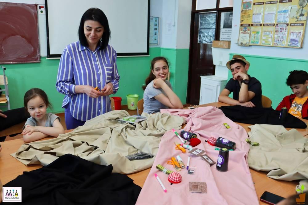 """""""Шьем и кроим во имя экологии!"""" или как молодежь Вулканешт организовала пошив эко-сумок и масок, чтобы привлечь внимание к экологии."""